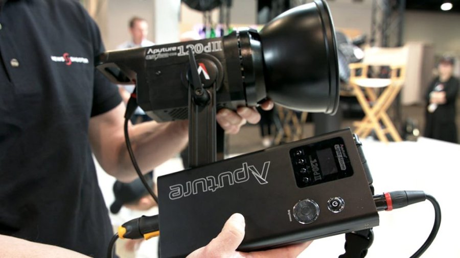 Đang tải Aputure-120dII-Newsshooter-at-NAB-2018-1024x576.jpg…